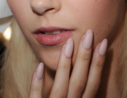 0917-spring-2013-new-york-fashion-week-nail-trend-angel-sanchez_li